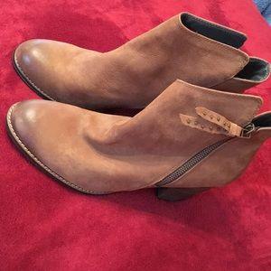 Steve Madden whysper ankle boots